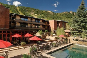 Aspen Square Hotel Condominium Hotel : Aspen Square offers ideal location, hotel-style services & 101 comfortable condos for nightly rental. All include a full kitchen, wood-burning fireplace & private balcony.