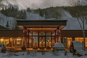 The Inn at Aspen - Book Now For Ski Season! :: The Inn at Aspen combines luxury & ski-in/ski-out convenience to Buttermilk Mountain.  The season is almost here, so book now to take advantage of our lowest rates available.