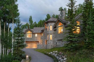 Aspen Luxury Vacation Rentals :: The leader in Aspen Vacation Rentals! Elegant private residences and 5 star service on the most outstanding rental homes in Aspen and Snowmass. Book with the local experts!