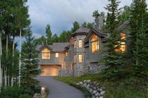 Aspen Luxury Vacation Rentals : The leader in Aspen Vacation Rentals! Elegant private residences and 5 star service on the most outstanding rental homes in Aspen and Snowmass. Book with the local experts!