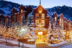 Independence Square Hotel :: Aspen's only lodge on the downtown mall. Complimentary continental breakfast, rooftop hot tub & deck and air conditioning. Only steps away from Aspen's shops and restaurants.