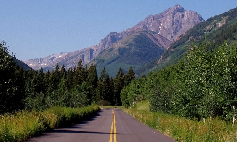 Road to the Maroon Bells